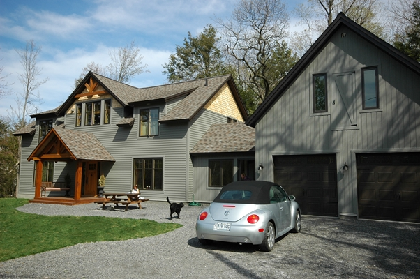 <b>Hudson, Quebec</b><br>Timber framed home with entry porch