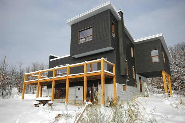 <b>Rigaud, Quebec</b><br>Modern home with timber frame accents