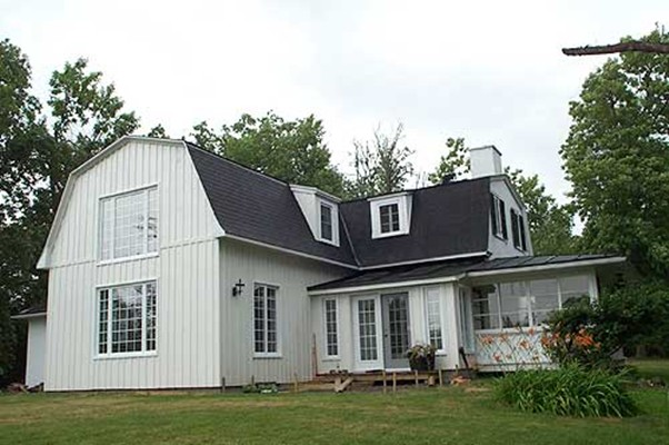 <b>Hudson, Quebec</b><br>Gambrel roofed timber frame extension