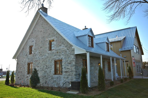 "<b>Montreal, Quebec</b><br>Timber frame roof restoration, ""maison Rabeau"""