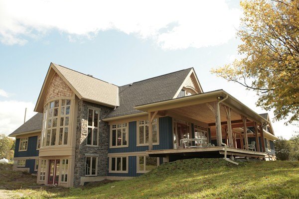 <b>Ottawa, Ontario</b><br>Timber frame home exterior