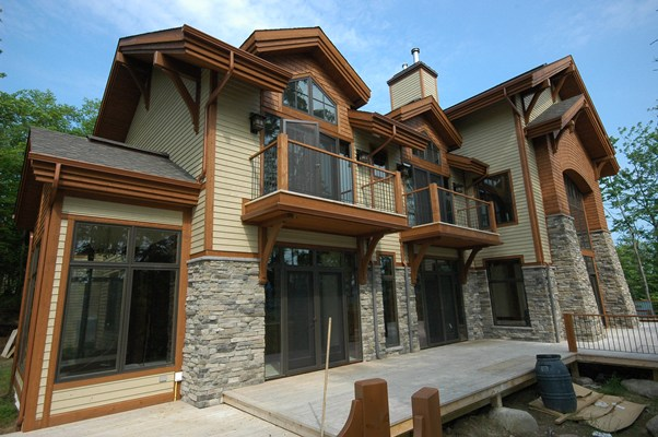<b>Mont-Tremblant, Quebec</b><br>Hybrid timber home