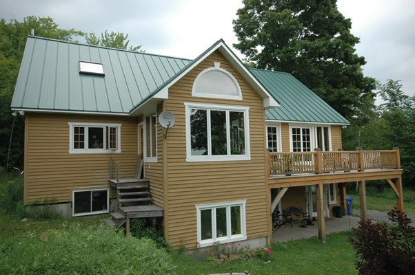 <b>Saint-Lazare, Quebec</b><br>Timber frame home exterior